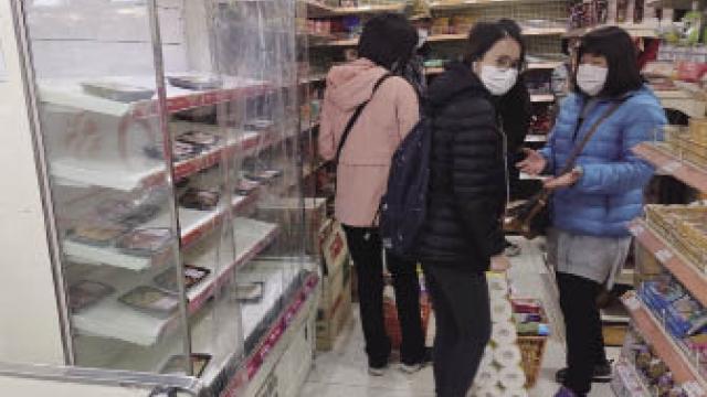 市民擠超市盲「爆買」 物資供應從未間斷 政府呼籲毋須搶糧