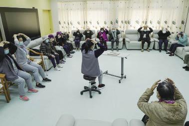 護老院內長者做體操.jpg