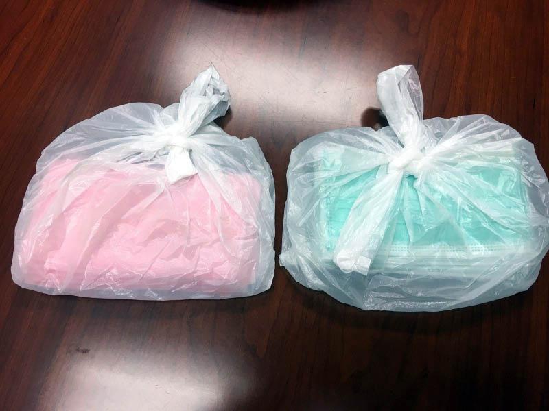 部分衛生局售出的口罩暫時使用食品袋分裝.jpg