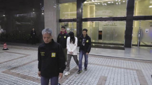 男子偕伴侶來澳遊 結識年輕女同賭博 引賊入房失廿九萬