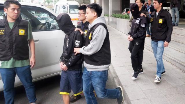 賭輸教唆同學變劫賊 四學生搶夜歸女手袋 涉款三百元兩人被捕