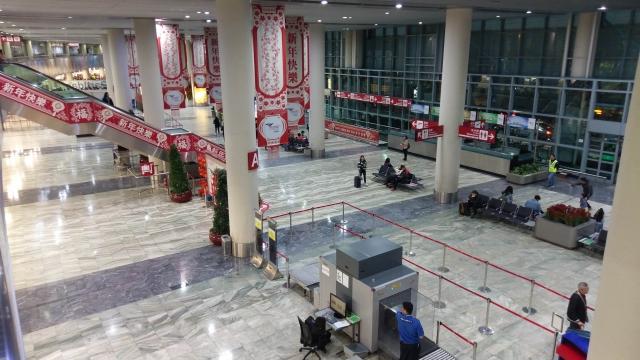 """聲稱""""漏行李""""及""""查航班"""" 兩韓國內地女繞過保安 """"誤闖""""機場禁區惹禍上身"""
