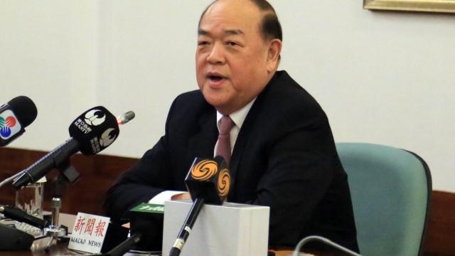 賀一誠宣佈參選特首 正待批准辭人大職務