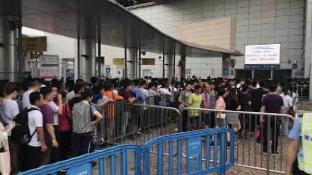 關閘電梯工程遇客擠擁 黃少澤冀用港珠澳大橋