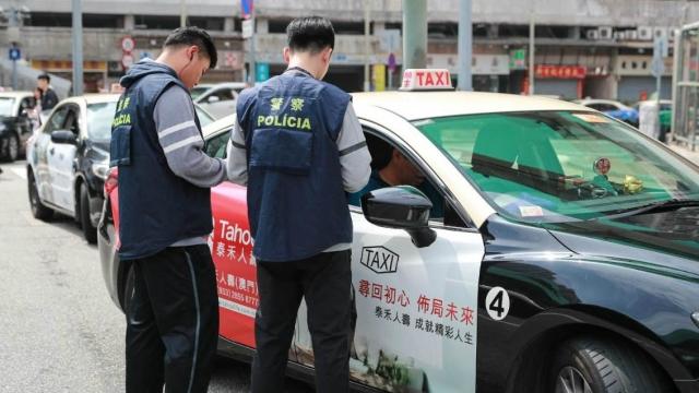 新法未生效亂象拒收斂 警上月控五百違規的士