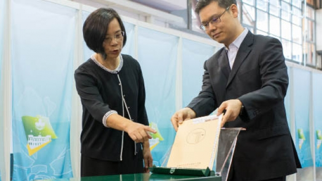 特首選委選舉周日舉行 嚴禁票站範圍透露意向 選管會籲投票人遵法律