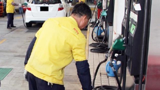 車主指燃油價減幅少_學者冀增市場透明度