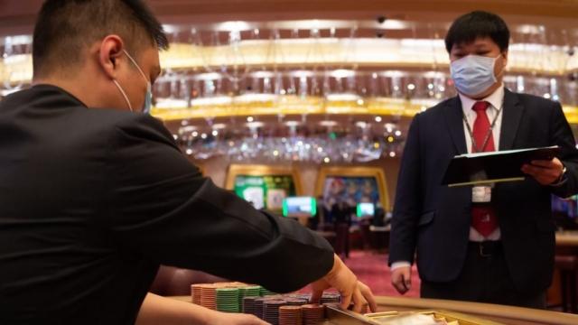 員工放無薪假憂「飯碗」 賭業轉機還望自由行