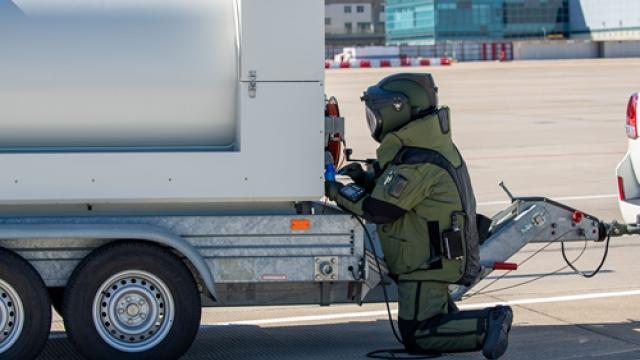 機場進行炸彈演習_測試突發應變能力
