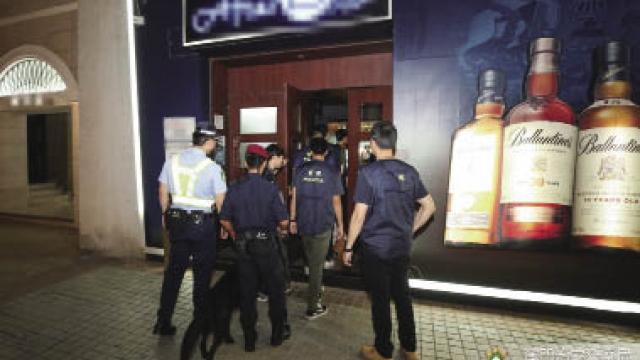 警續反罪惡拘十三人 涉及換錢黨貴利賣淫