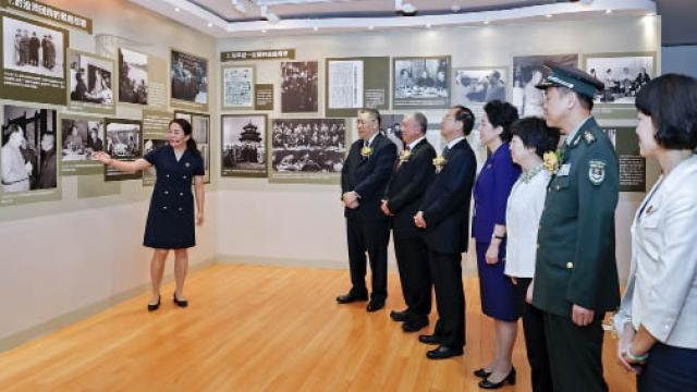 中國出了個毛澤東 大型圖片展覽開幕