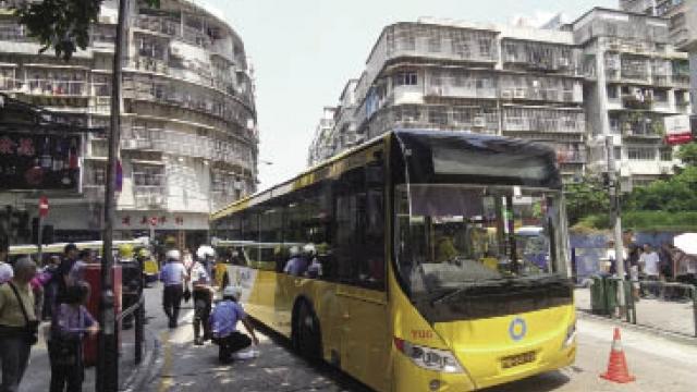 老婦關閘遭巴士輾 雙腳骨折重傷留院 疑無使用過路設施