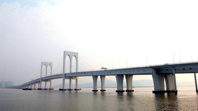 西灣橋輕軌惹安全疑慮 羅:保證無問題始通車