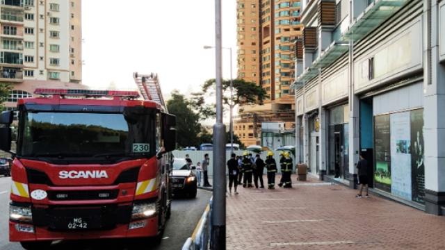 氹仔琴行爆玻璃門_五人受傷包括兩童