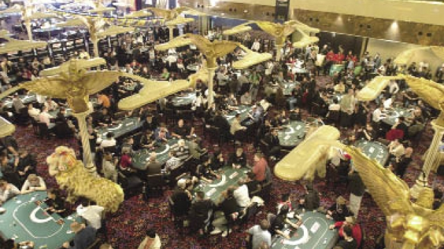 賭檯範圍禁用手機 擬以法律形式規範