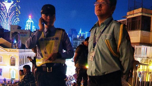記者拍攝光影節 遭文局人員阻撓 舉動莫名奇妙非首次 市民任影傳媒要申請