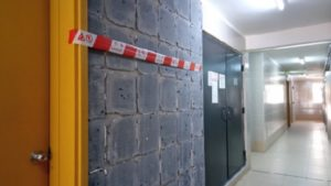 湖畔業興經屋牆磚狂甩_團體調查發現逾四萬塊_促政府與小業主商維修