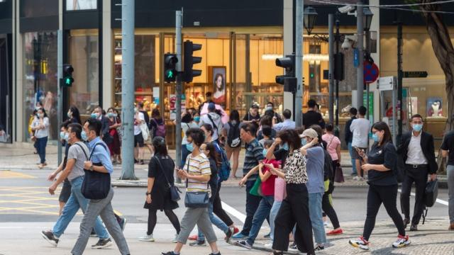 近五成受訪打工仔 疫下收入減憂前景