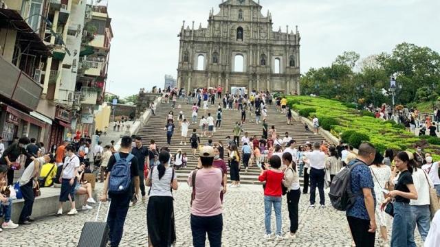 七月日均旅客二萬五千 賭收八十四億升近三成 旅局冀暑期客量續保持