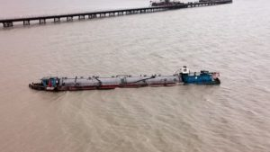 水泥船搶灘擱淺 颱風後離澳維修
