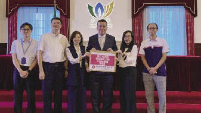 澳博行政總監兼福諮會主席梁安琪與團員合照