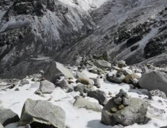 終年積雪達古冰川