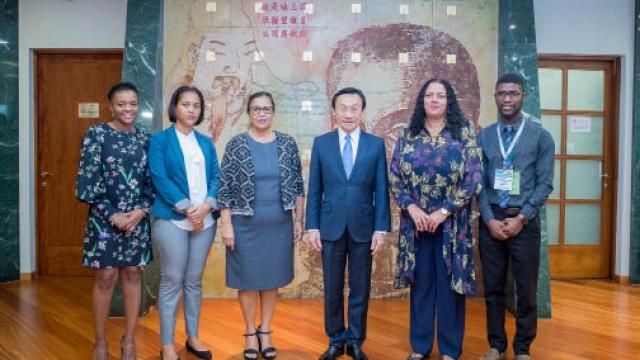譚司會晤佛國教育部長 交流深化兩地文化合作