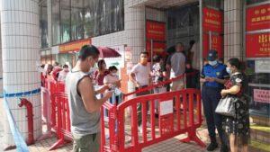 颱風後核檢站大排長龍重點人群計劃順延兩日