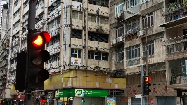 首八個月千三宗衝紅燈 增一點五倍安全意識薄